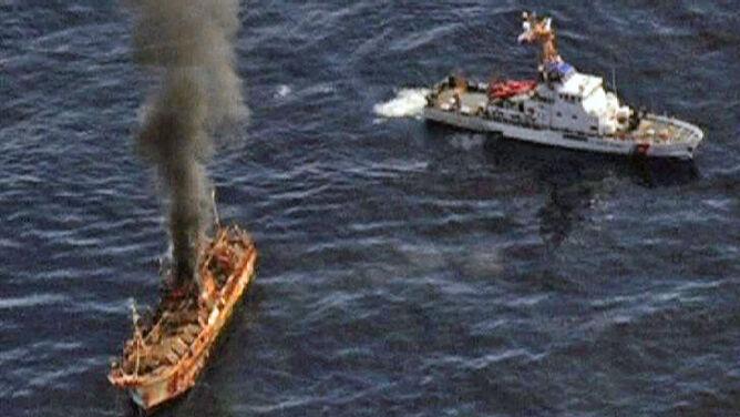 Amerykanie zatopili ogniem z dział statek widmo