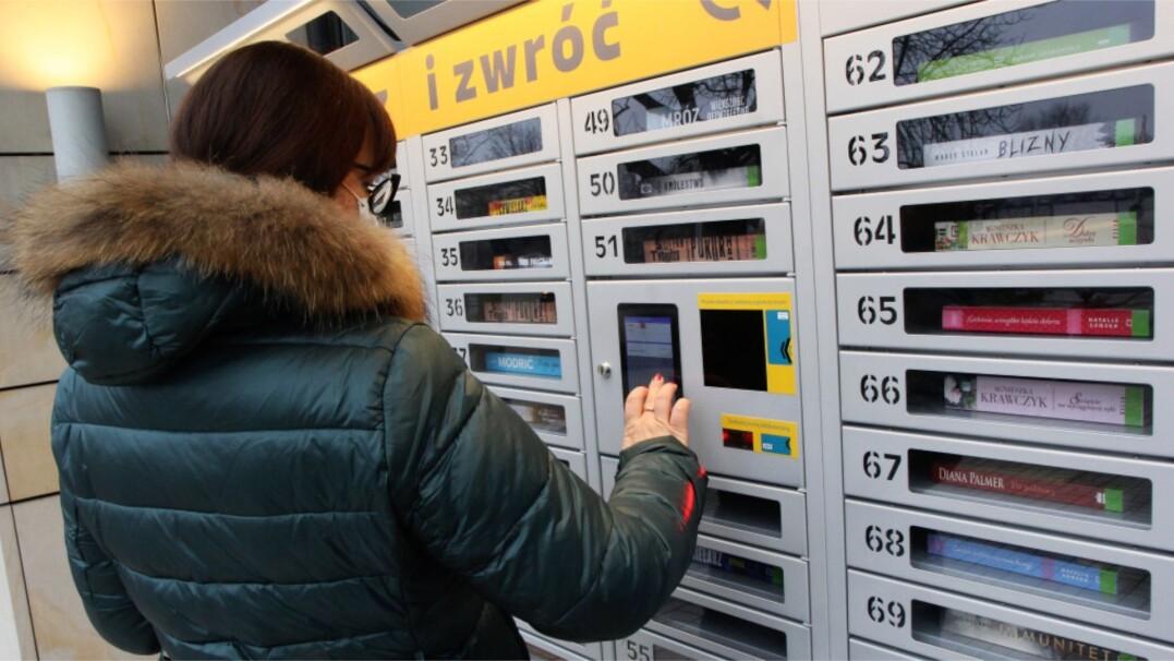 Automat do wypożyczania książek. Propozycja biblioteki w Kielcach
