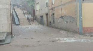 Woda zalewała ulice